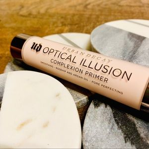 Urban Decay Makeup - URBAN DECAY: Optical Illusion Complexion Primer